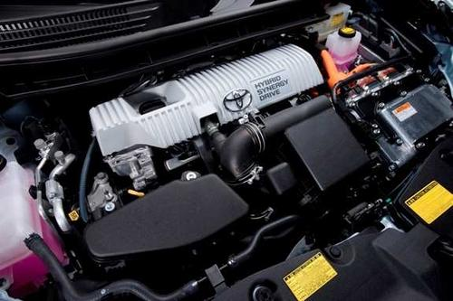 Toyota's Hybrid Synergy Drive is an evolution of the hybrid powertrain that powered the game-changing Toyota Prius. The Synergy Drive replaces a traditional geared transmission with a drive unit that includes an electronic continuously variable transmission. The system allows power to be split between the wheels and an electric generator. (Photo courtesy of Toyota)