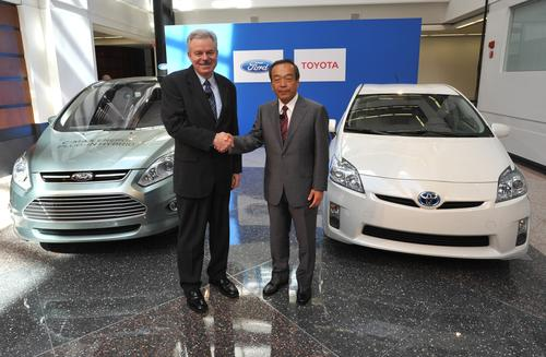Derrick Kuzak of Ford and Takeshi Uchiyamada of Toyota announce an agreement for the two companies to collaborate on the development of a rear-wheel drive hybrid system. (Photo courtesy of Toyota.)