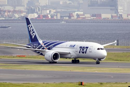 The first Boeing 787 Dreamliner delivered to Japan's All Nippon Airways (ANA) lands at Tokyo's Haneda Airport 