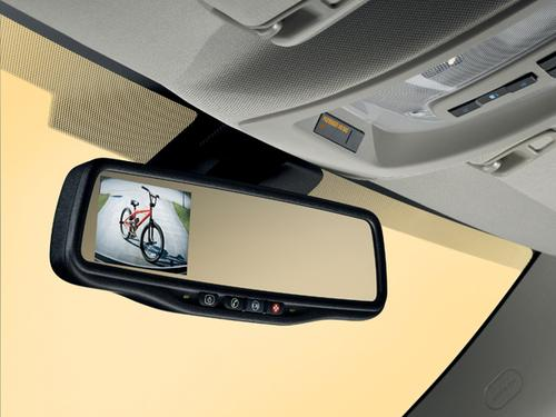 The Chevy Equinox displays the backup camera image in its rear-view mirror. (Source: Chevrolet)