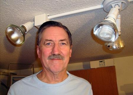 Dick Bipes's incandescent bulb gradually dims as the CFLs brighten, for a balanced lighting transition.