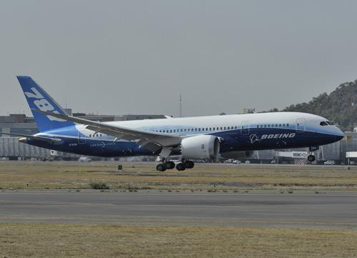 China is increasing manufacturing of large aircraft and of aluminum-lithium alloys for use in the airframe structures of large planes, such as Boeing's 787 Dreamliner, shown here landing in Mexico City for the first time on March 7, 2012.   (Source: Boeing)