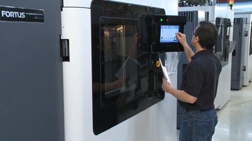 A revolutionary joint development initiative between Stratasys and Oak Ridge National Laboratory aims to develop the fused deposition modeling process, shown here in Stratasys' Fortus 900mc, for making high-quality production volumes of carbon fiber composite components.   (Source: Stratasys)