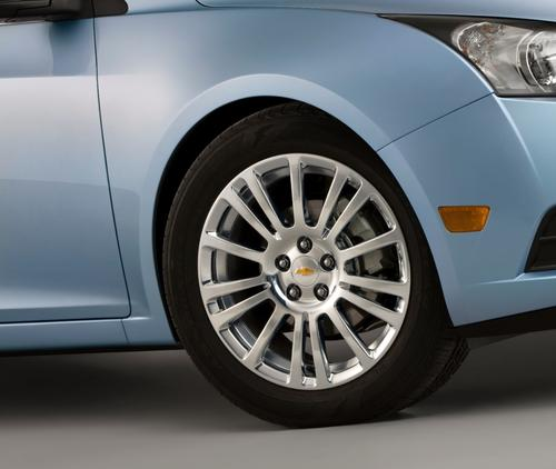 Low-rolling resistance tires, like those on the Chevy Cruze Eco, use a silica compound and a revised tread design to provide a solid road feel and improved fuel efficiency. (Source: GM)