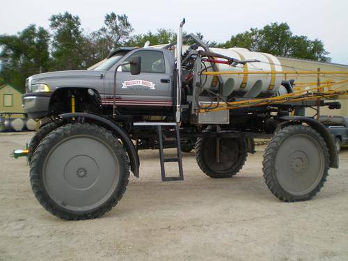 A hydraulic four-wheel-drive assist system provides consistent operation of the front wheels for a spraying vehicle developed by Bossuyt Brothers Farms. This unique, lightweight solution uses an electrohydraulic controller and standard, off-the-shelf components to increase the productivity of spraying operations in fields laden with heavy clay and gumbo-type soil.