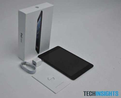 A look at the minimalist packaging of the Apple iPad Mini.