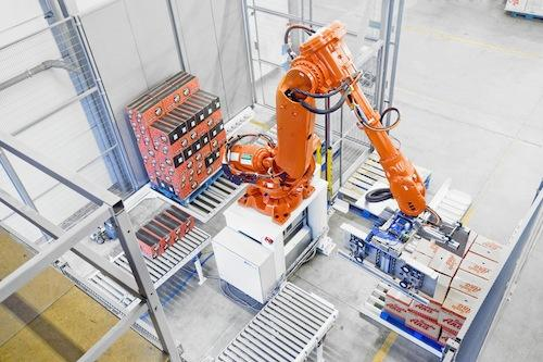 A palletizing solution using ABB SafeMove programmable safety zones enables the robot to safely work continuously even when operators are working on a pallet changeover.