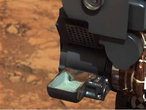 Curiosity shows us the first sample from the inside of a rock of another planet.   (Source: NASA)