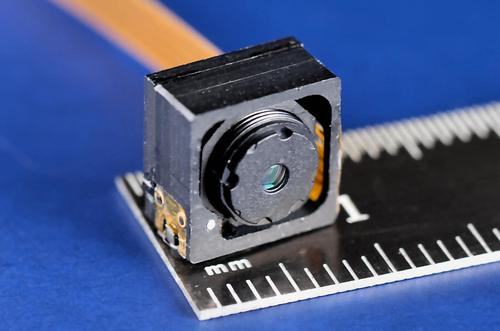 New Scale's patented lens actuator module measures less than 9 mm x 9 mm x 4 mm and has extremely low lens tilt of less than 0.1 degree, for high-resolution imaging in ultra-compact cameras.   (Source: New Scale Technologies)