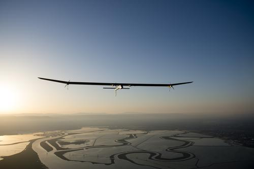 The world's first 100-percent solar-powered fixed-wing airplane, the Solar Impulse HI-SIA, takes off from California's Moffett Field on the first leg of its cross-country flight this summer.   (Source: Solar Impulse)