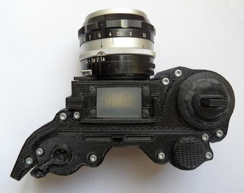 A recently graduated design student has used a 3D printer to make an open-source working 35 mm analog camera.   (Source: Leo Marius)