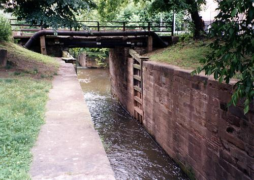 The original 29th Street vehicle bridge in Washington, D.C., which spanned the stone walls of the historic Chesapeake and Ohio (C&O) Canal that runs throughout the city's Georgetown district.(Source: Composite Advantage)