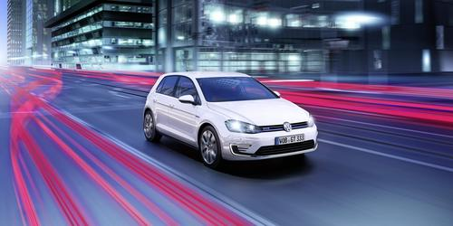 Using a 265-lb, 8.8-kWh lithium-ion battery, the Golf GTE will offer an all-electric range of 31 miles. A 148-HP turbocharged engine will extend the vehicle's total range to 584 miles.  (Source: Volkswagen AG)