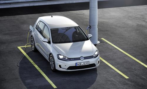 A lithium-air chemistry could potentially enable Volkswagen's e-Golf electric car to pack 80 kWh in a battery the size of its current 24 kWh battery.   (Source: Volkswagen AG)