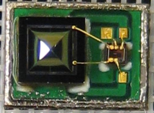 Piezoelectric cantilever-style MEMS microphone with lid removed. The piezoelectric element on the left is resistant to environmental contaminants such as dust, solder flux vapors, water, and other foreign materials.   (Source: Vesper)