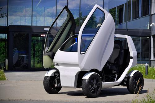 Thanks to the use of an electric powertrain and a tubular frame, the EO Smart Connecting Car 2 can slide its rear axle forward and roll sideways.   (Source: DFKI GmbH Robotics Innovation Center)
