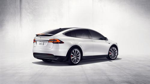 Power of the P90D version of the Model X will be split at 259 HP in front and 503 HP in the rear. A separate version known as the 90D will offer 259 HP for each, front and rear. (Source: Tesla Motors)