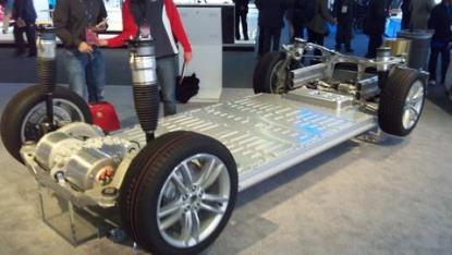 Tesla's flat battery pack at the bottom of the Model S makes it possible for automated battery swap systems to replace the pack from underneath. (Source: Design News)