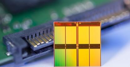 Micron says its new flash device has the smallest die sizeof any 128Gb MLC NAND part.