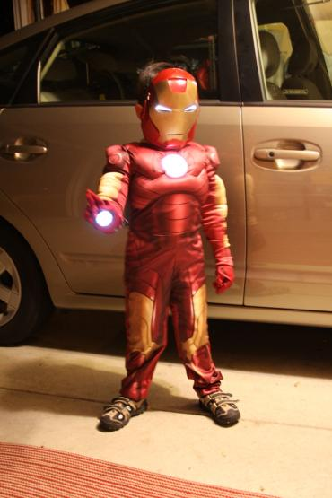 When one kid wanted to be Iron Man for Halloween, his hacker parents put together the coolest Halloween costume in town. This costume, complete with audio at bootup and repulsor sound effects, is powered by the BeagleBoard with Angstrom Linux. Watch out, Spiderman.You've got competition.