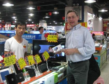 Blaza buys a Chromecast-like device in a Shenzhen market in 2012.