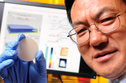 Professor Zhong Lin Wang of the Georgia Institute of Technology has developed a sensor that converts mechanical pressure directly into an optical image. 