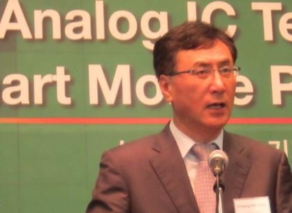 Dongbu HiTek CEO Chang-Sik Choi speaks at the Analog Semiconductor Leaders' Forum in Seoul