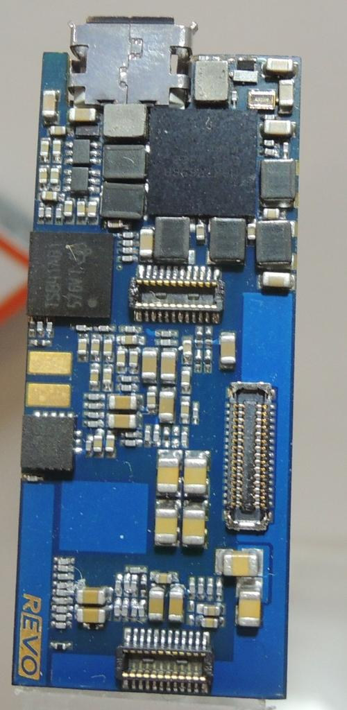 The board packs an i.Mx6 running Android Jelly Bean, a Kinetis as a sensor co-processor, a Freescale accelerometer, a Murata Bluetooth/WiFi module, and flash.