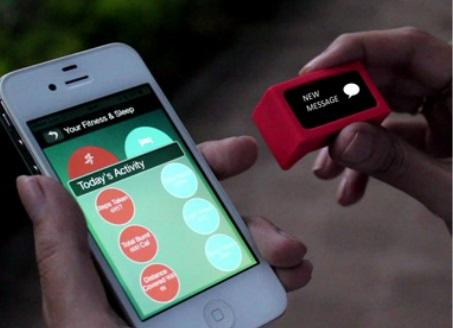 The SenseGiz Star pairs with your smartphone to audibly alert contacts in case of emergency. (Source: SenseGiz)