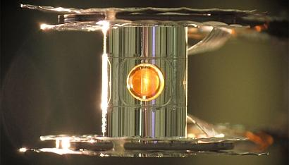 This metallic case holds the fuel capsule for the National Ignition Facility fusion experiments. The target is precisely positioned and cooled to cryogenic temperatures (18 kelvins, or -427&#176F) so that a fusion reaction is more easily achieved. (Photo by Eduard Dewald/LLNL)