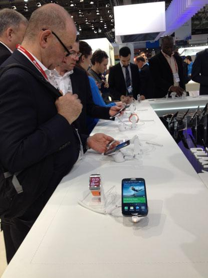 Samsung's Galaxy S4 and Galaxy Gear products drew a crowd at the Mobile World Congress.  (Source: EE Times/Jennifer Baljko)