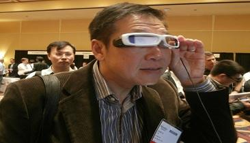 An attendee demonstrates Sony's SmartEyeglass.(Source: Jessica Lipsky)
