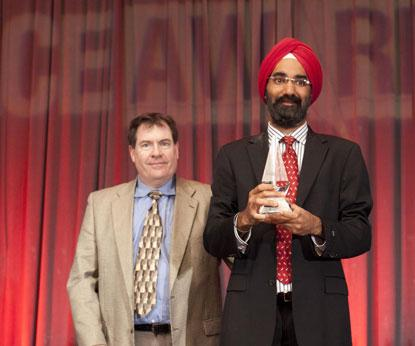 IDT's Baljit Chandhoke (right), product marketing manager, accepts the 2014 Ultimate Product ACE Award in Logic/interface/memory for IDT 8T49N28x Universal Frequency Translator from Kevin Parmenter, director of Technical Resources, Mouser Electronics.