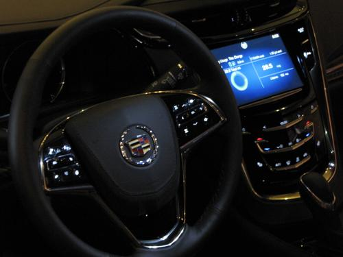 Dash of Cadillac's ELR electric hybrid coupe; the car was available for test drives at Freescale Technology Forum 2014. This car does not have the new MAC57D5xx MCU in its instrument cluster, but has Freescale's higher-end i.MX cluster. (Source: EE TImes/Susan Rambo)