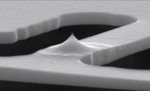 The heated tip of the 3D printing mechanism is 700 nanometers long but just 10 nanometers at its tip and can be positioned with nanometer resolution.