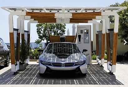 In parallel with the launch of its i8 plug-in hybrid sports car, BMW has presented a solar carport using sustainable materials and high-grade glass-on-glass solar modules.