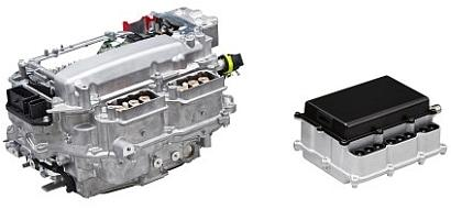 Hybrid vehicle PCUs fitted with SiC power semiconductors (right) are expected to be much smaller than those usingtraditional silicon power semiconductors (left).(Source: Toyota)