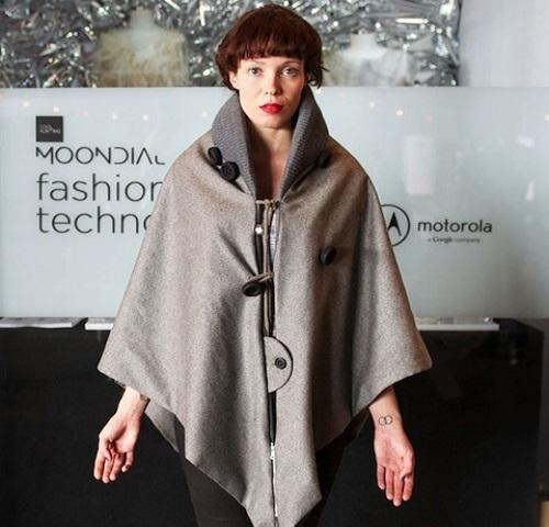 Ricardo Onascimento's harp cape with sonic fabric. (Source: Onascimento)