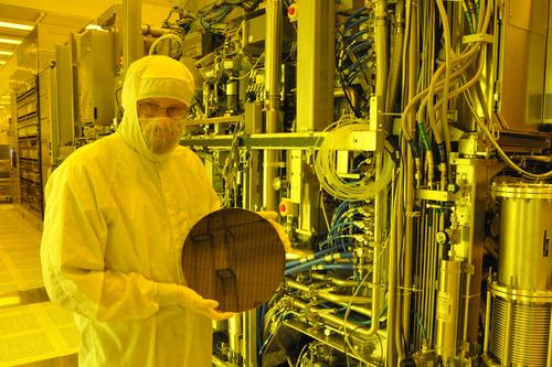 IBM used partial field exposure, shining EUV light beyond the scope of the 300mm wafer in its initial tests.   (Source: IBM)