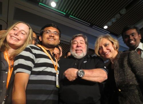 Steve Wozniak (center) shows his nixie tube watch to an EE Times 