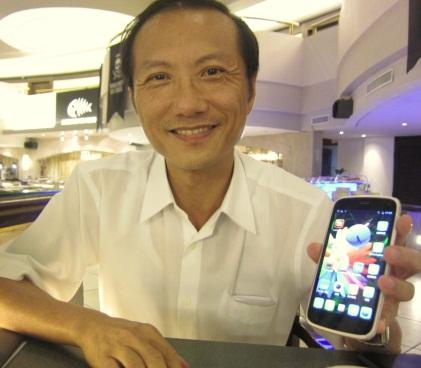 Frankwell Lin, president of Andes Technology, holding a smartphone. Although Andes isn't used for application processors, it's inside a WiFi, Bluetooth, FM, and GPS controller IC in the handheld.