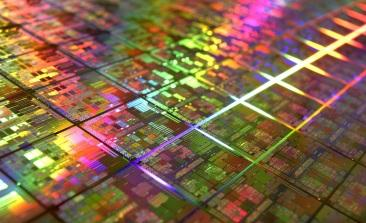 Intel Opens Door on 7nm, Foundry