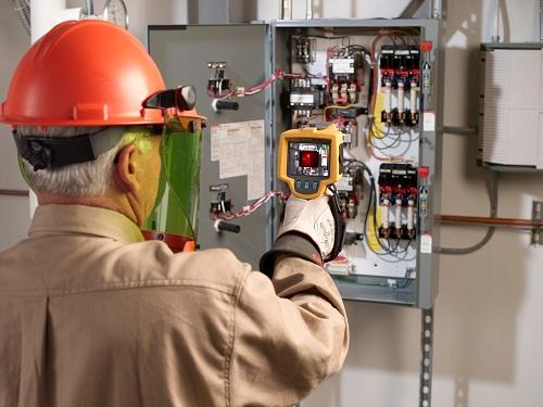 Could IIoT, with embedded measuring devices, reduce or eliminate many service and maintenance trips? (Source: Fluke)