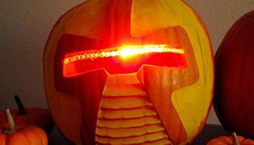 13 Geekiest Halloween Costumes For 2015
