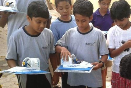 Children learn STEM skills by making a hovercraft. (Image: Robotix USA)