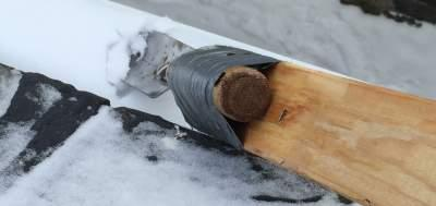 The trowel is just the right size for getting into a rain gutter and removing snow before it melts and refreezes.
