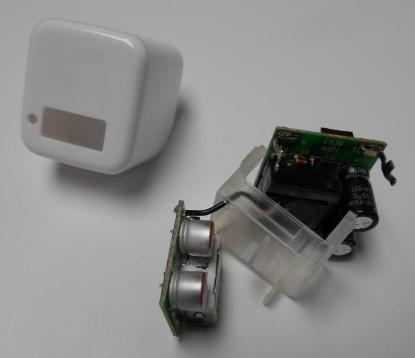 Peeking inside a cheap-and-cheerful smartphone charger (Source: Max Maxfield / EETimes.com)