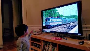 Learning how to learn: Toddlers vs. neural networks