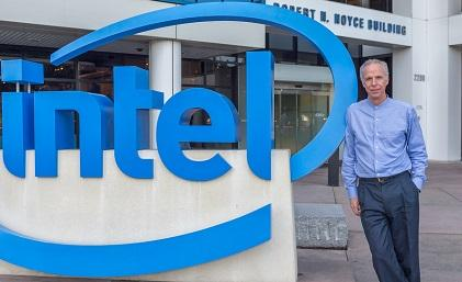 Tom Lantzch in front of Intel's HQ (Source: Intel)