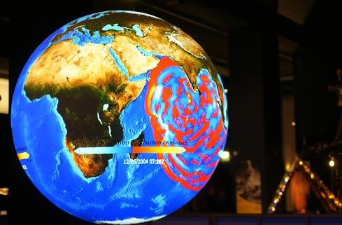 Tsunami patterns   Science on a Sphere is used at the Science Museum in London to demonstrate 2004 tsunami propagation in the Pacific Ocean.   Image credit: NOAA photo by Byung-Hwan Lim.